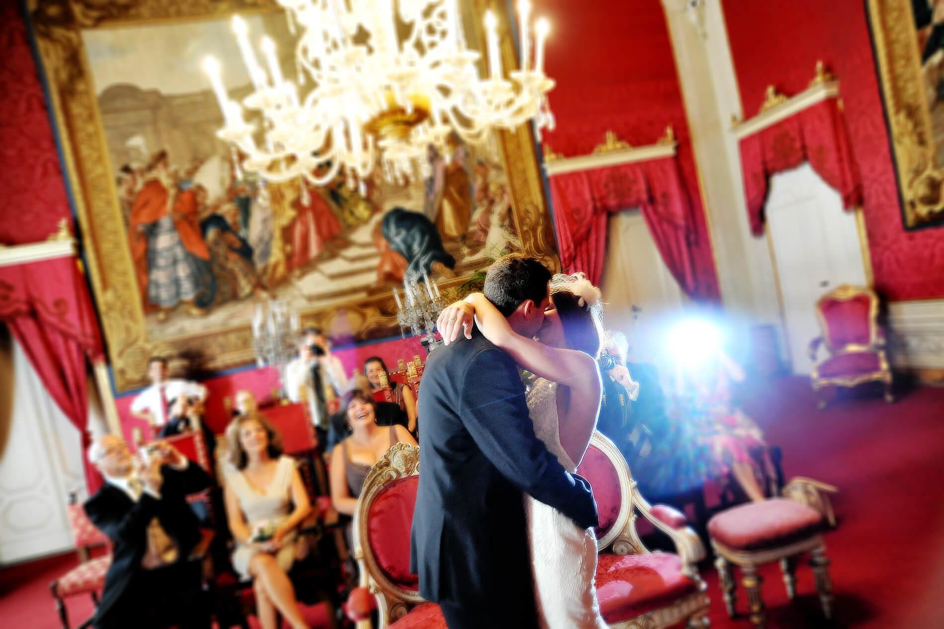 Catherine e Adam Firenze Sala rossa Andrea Pitti