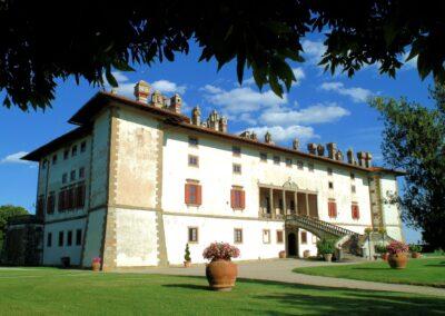Villa Medici Façade wedding near Florence