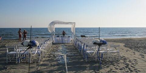 Wedding Beach ceremony Tuscany