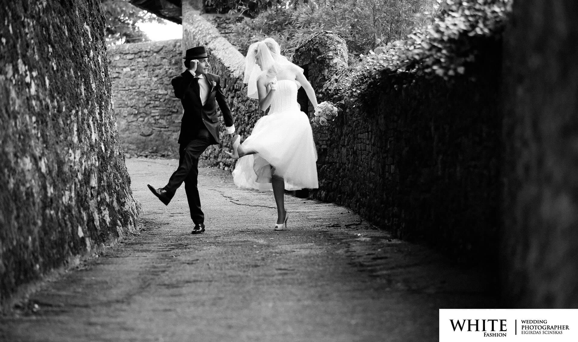 white fashion photographer russian german citizens wedding in Volterra